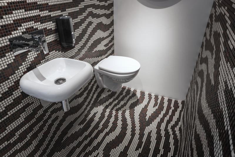 tork w toalecie